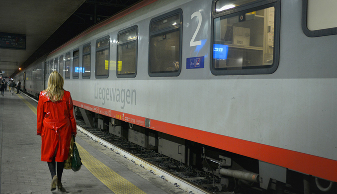 euronight-allegro-at-train-station