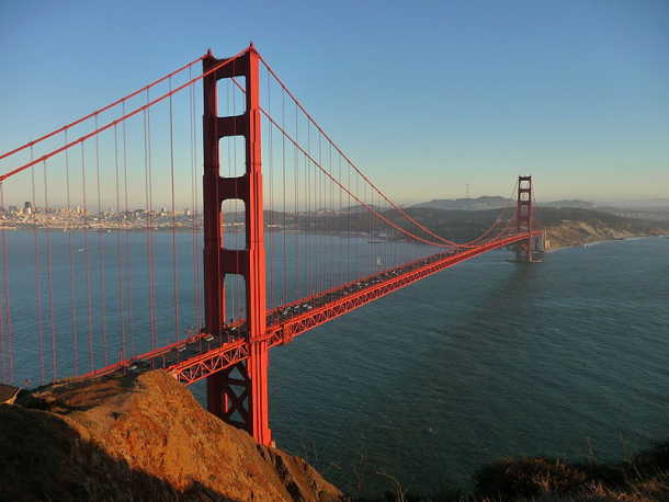 800px-Golden_Gate_Bridge_