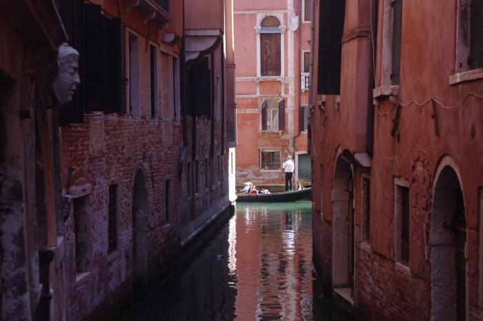 Canal-gondola
