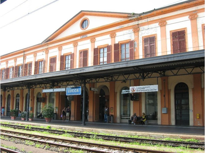 4872162-train_station_in_lucca_lucca