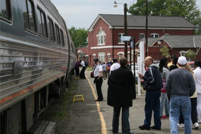 news-amtrak-passengers