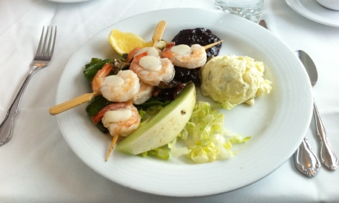 shrimps-and-scallops-lunch-served-on-the-canadian-train