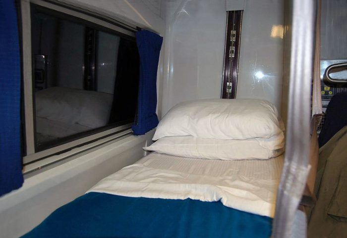 16-VIEWLINER-ROOMETTE-UPPER-BUNK-WITH-WINDOW