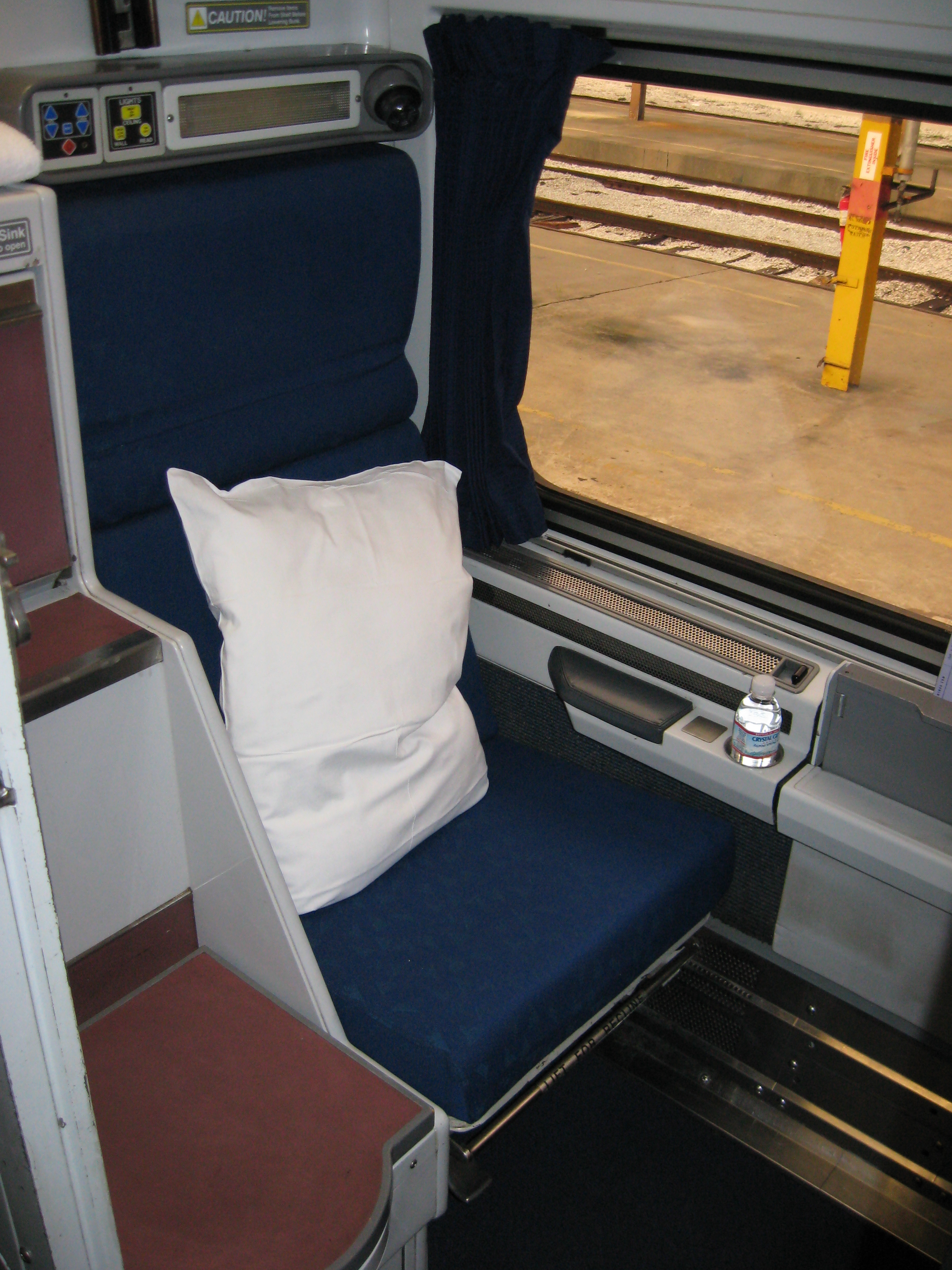 viewliner sleepers have real pluses trains travel with jim loomis. Black Bedroom Furniture Sets. Home Design Ideas